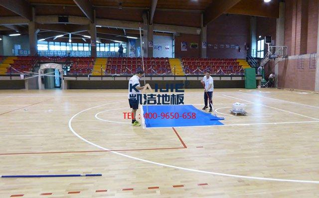 体育馆专业团队安装体育木地板——凯洁体育木地板