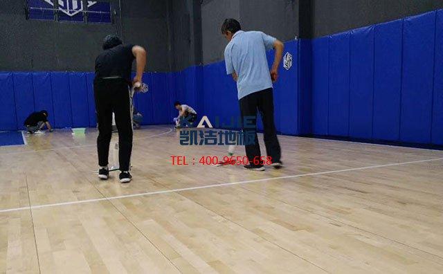专业体育木地板厂家建议:篮球馆应该安装篮球木地板——凯洁地板