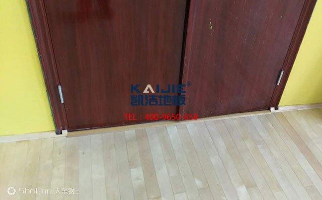 一个篮球场地板铺下来大概多少钱——体育馆木地板