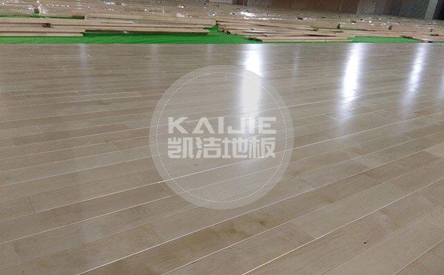 投资一个专业篮球场馆大概需要多少钱——凯洁地板