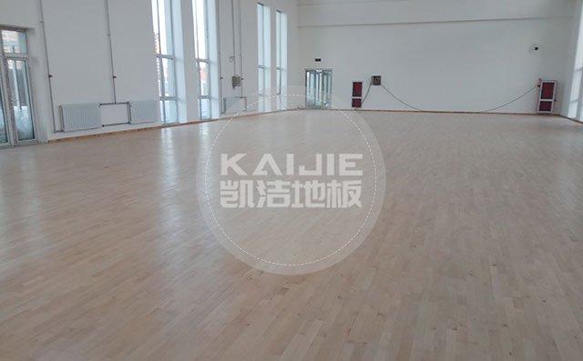体育馆木地板翻新上漆需要注意什么——凯洁地板