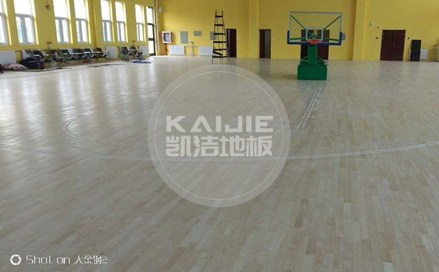 为何实木运动地板会得到各运动场馆的青睐——篮球场专用地板