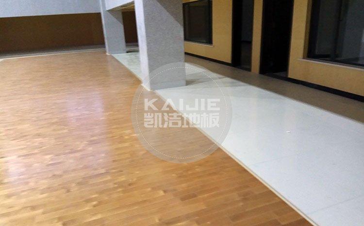 为何纯实木地板会比复合、强化地板更适合用于运动场所——凯洁地板