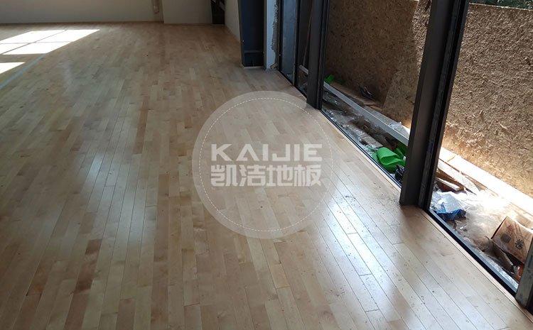 PVC运动地板与实木运动地板哪个更好呢——运动地板厂家