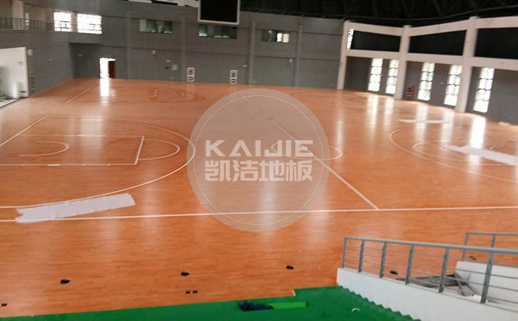 体育馆实木地板存在色差是质量问题吗——凯洁地板
