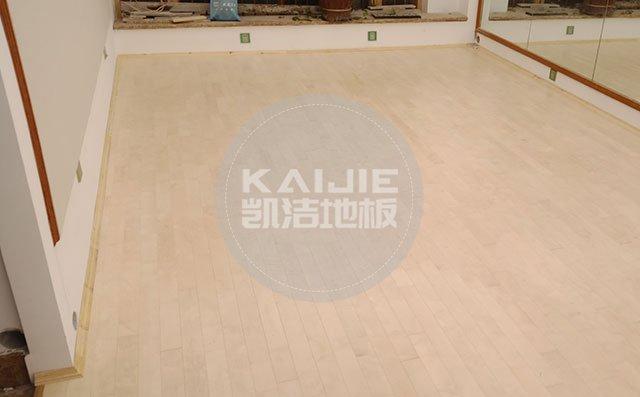 体育馆运动木地板脏了有什么清理技巧——篮球地板品牌