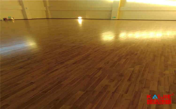 现在开壁球馆究竟赚不挣钱——篮球场木地板