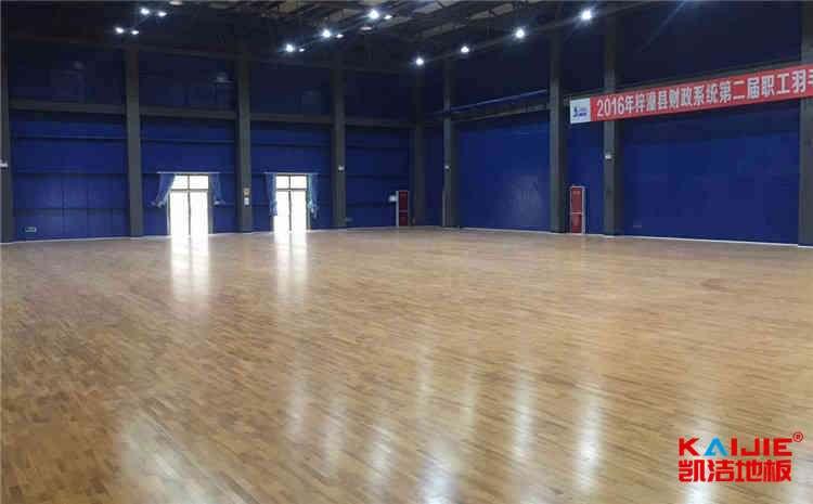 专业体育馆木地板翻新步骤
