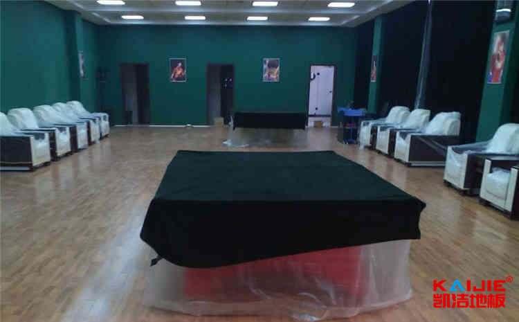 训练馆篮球馆地板怎么维护