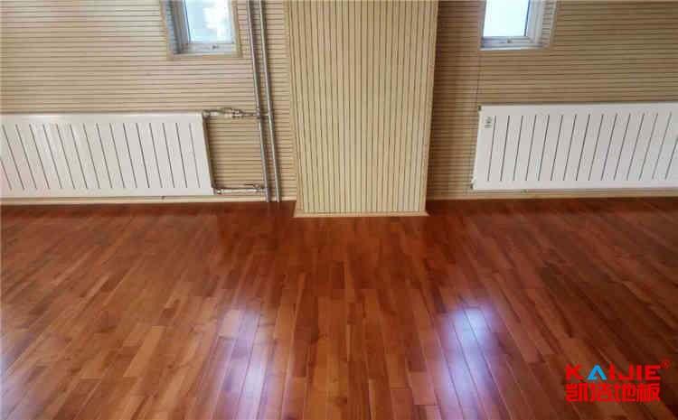 枫木地板与柞木地板有什么不一样