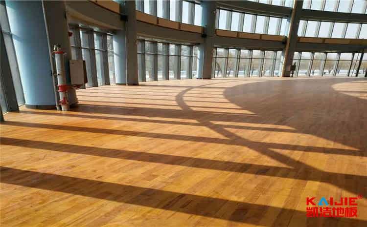 导致舞台木地板鼓胀变形的原因——凯洁地板