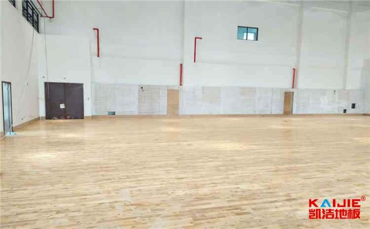 常用的篮球场地板厂家报价