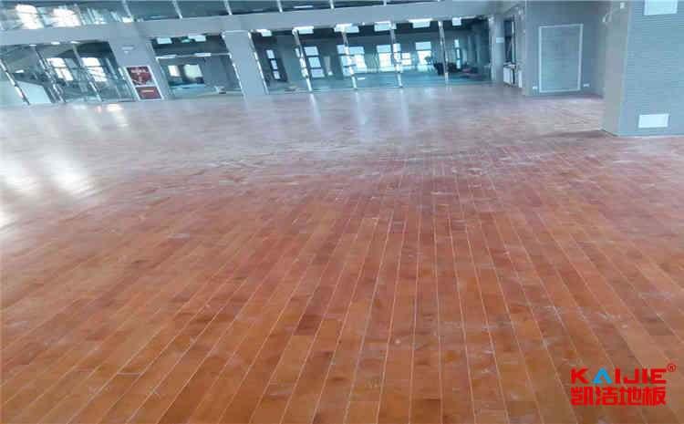 翻新运动木地板