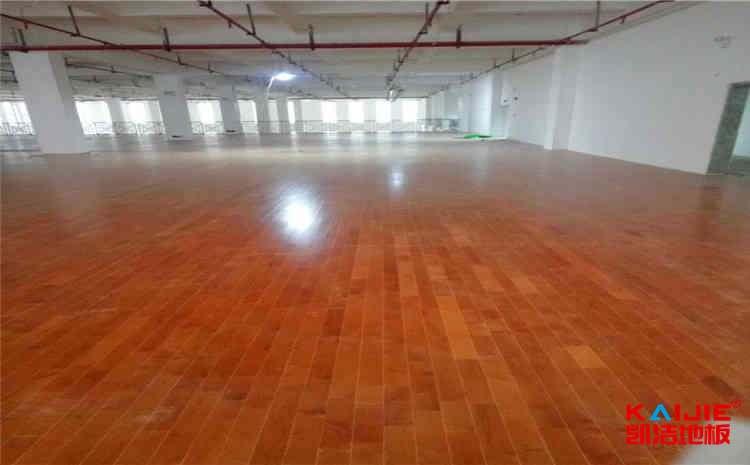 室内篮球木地板上什么漆