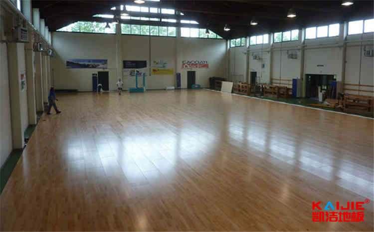 硬木企口体育馆木地板翻新