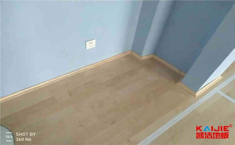 柞木篮球场地板怎么维修