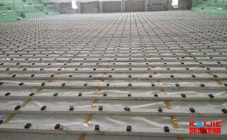 常见的风雨操场实木运动地板怎么安装