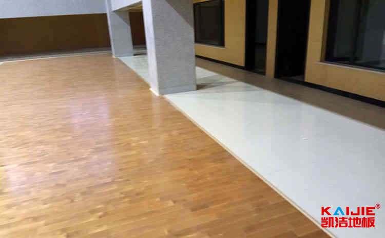实木运动地板漆面翻新
