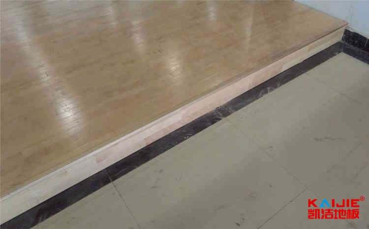 体育场木地板雨季怎么防潮呢