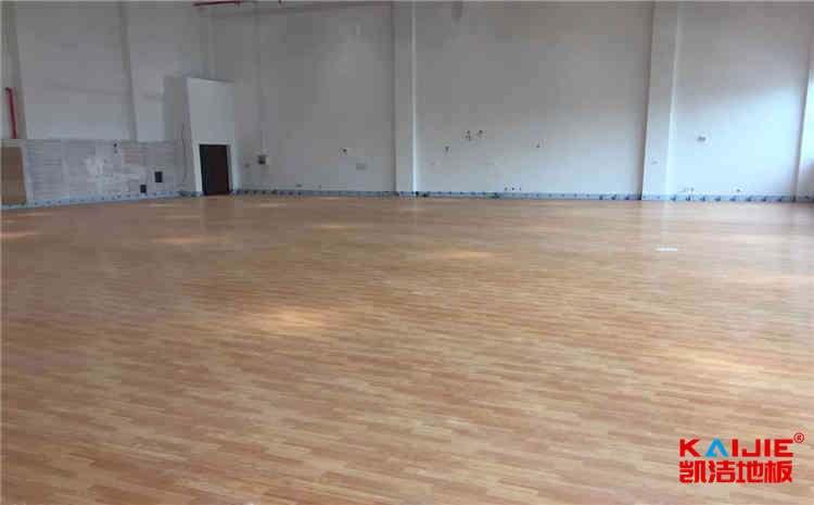 专业篮球场木地板怎么安装