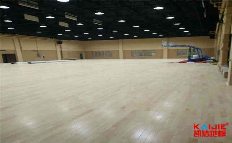 篮球馆地面翻新