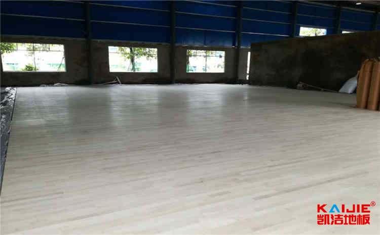 2.2后实木运动篮球地板